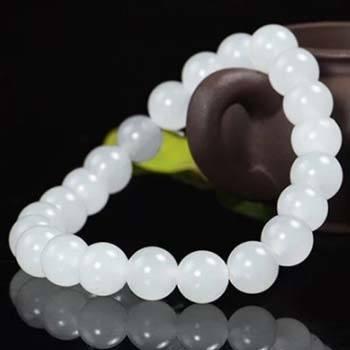 vòng đeo màu trắng